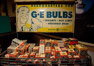 image of an old GE Bulbs display